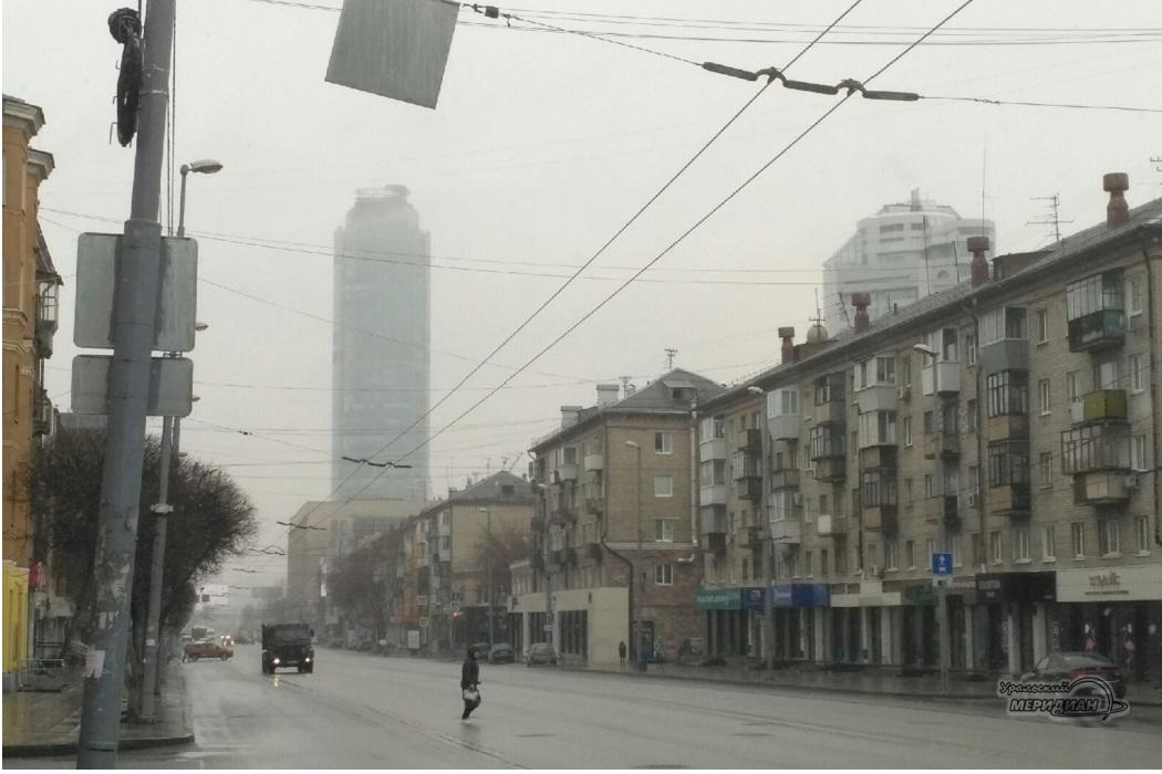 Первая апрельская гроза в Екатеринбурге сменилась снегом