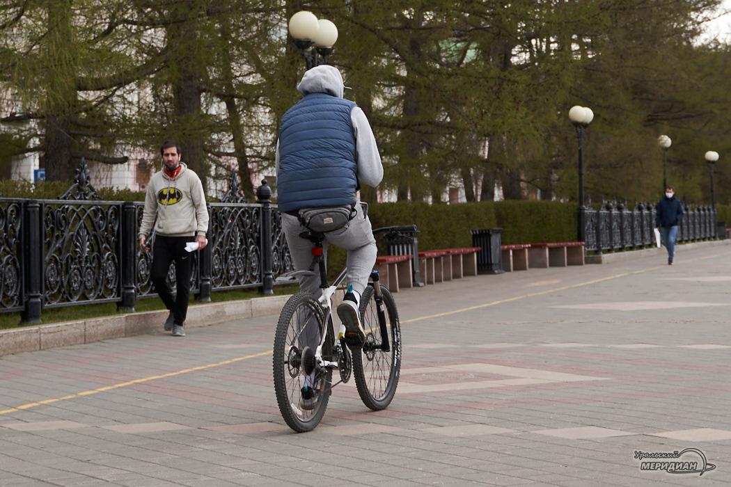 велосипедист пешеход