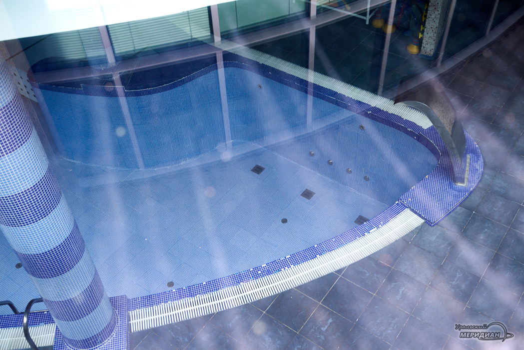 закрытый бассейн в фитнесс центр